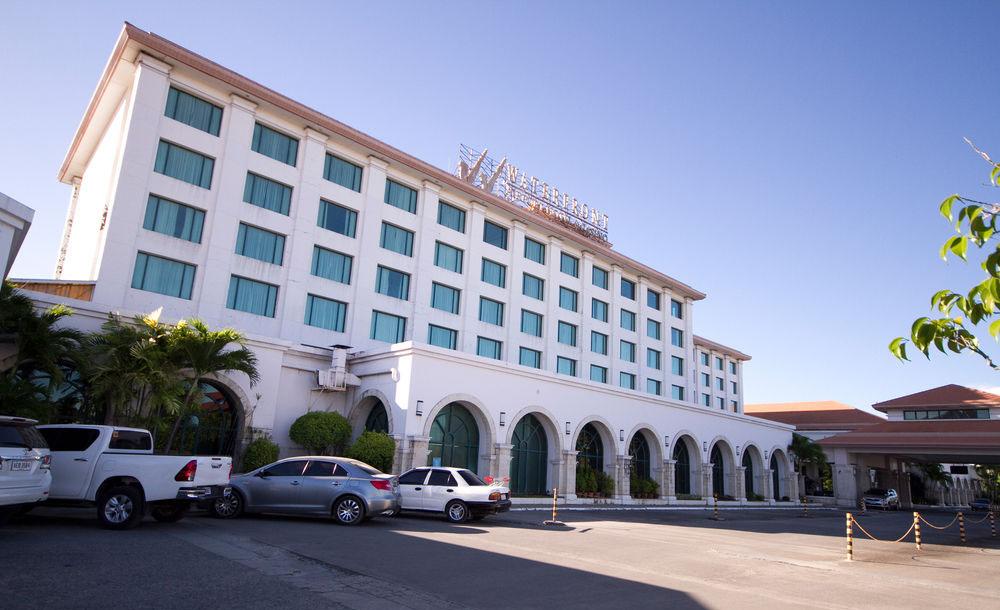 マクタン島セブ空港の向かい側にあるWaterfront Hotel